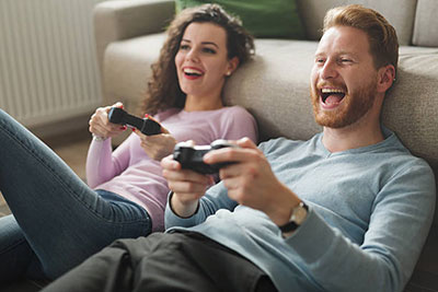 couple-playing-game